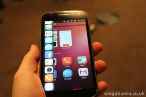 ubuntu-phone-in-hand