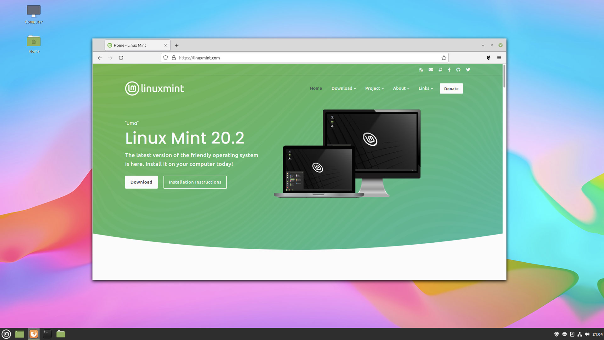 A screenshot of the Linux Mint website in Firefox on Cinnamon